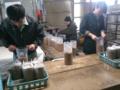 自社工場で菌床を製造します